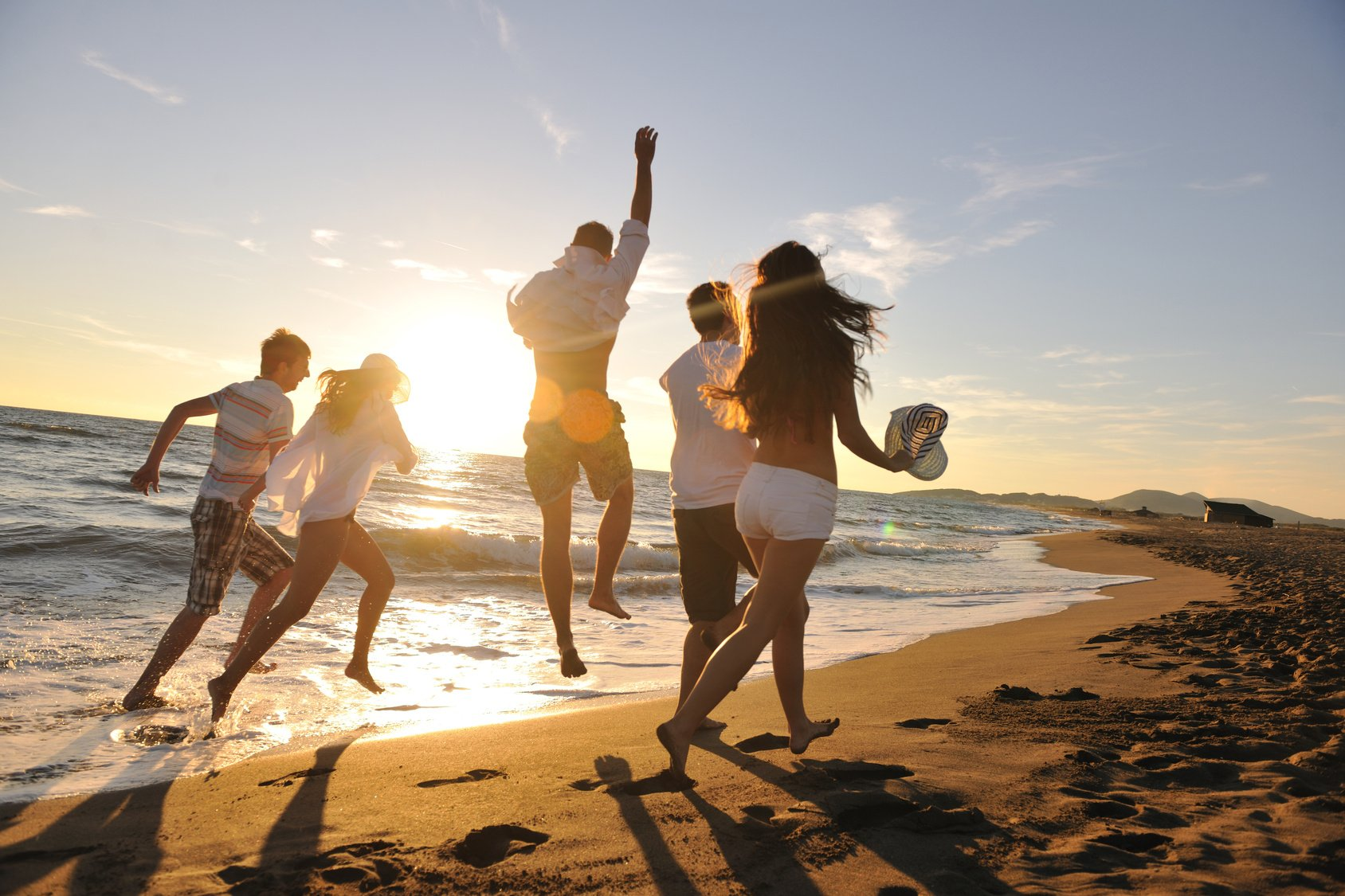 5 Group Activities You Need To Try At The Beach